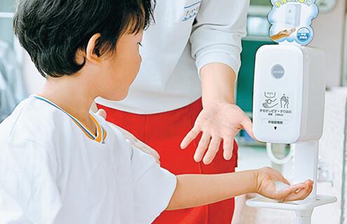 幼児や子供でも簡単に除菌ができる泡タイプのハンドソープ