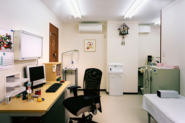 診察室や病室などには『クリア空間中型/空気清浄機』でウイルス抑制